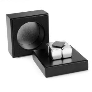 Leviterende grafittplate, magnetlek i estetisk sort treboks