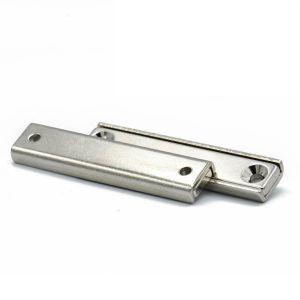 Forsterket magnetplate med skruehull, lengde 60 mm
