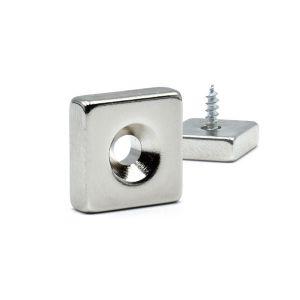 Firkantet magnetplate med skruehull 15 x 15 x 5 mm