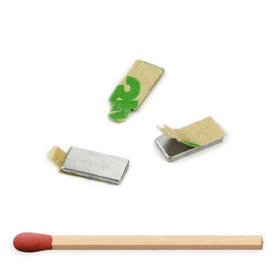 små selvklebende magneter