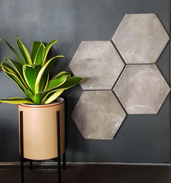 Magnetiske fliser som gryteunderlag - en dekorativ veggpynt