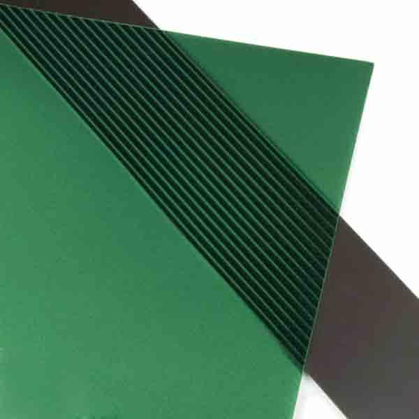 Magnettape og -ark laget av strontium ferritt